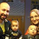 Familie Ergün mit ihren süßen Zwillingen